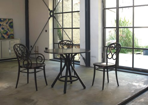 Stuhl No 4 von TON