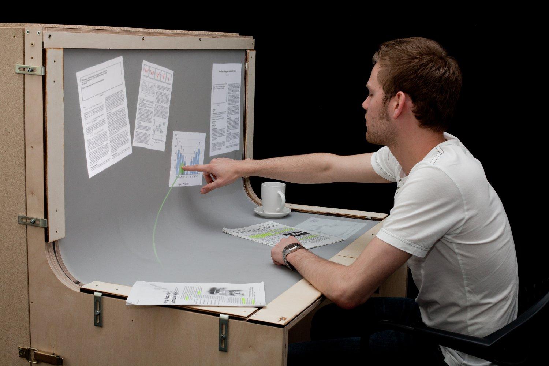 Schreibtisch futuristisch  roomeon blog - Bend Desk: Touchscreen-Schreibtisch der Zukunft