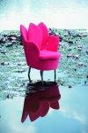 Design in Hochblüte zeigt Sessel morning dew: Aufgeblätterte Sitzschalen in den Tönen Nude, Rosarot, Flieder, Rosé. Wahlweise mit Blütenemblem in der Rückenlehne. © brühl/Design Kati Meyer-Brühl